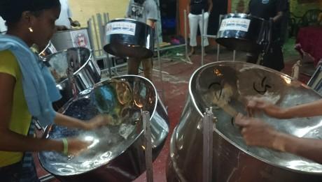 Steel Pans im Karenval in Trinidad