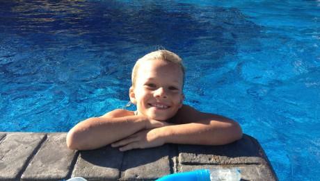 Zufrieden nach dem morgentlichen Schwimmen im Pool in der Marina in Chaguaramas