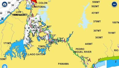 Der Panama Kanal geht von West nach Ost und überwindet einen Höhenunterschied von 26m