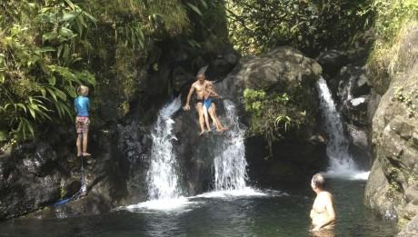 Flussbad mit Wasserrutsche, Constantin und Paula